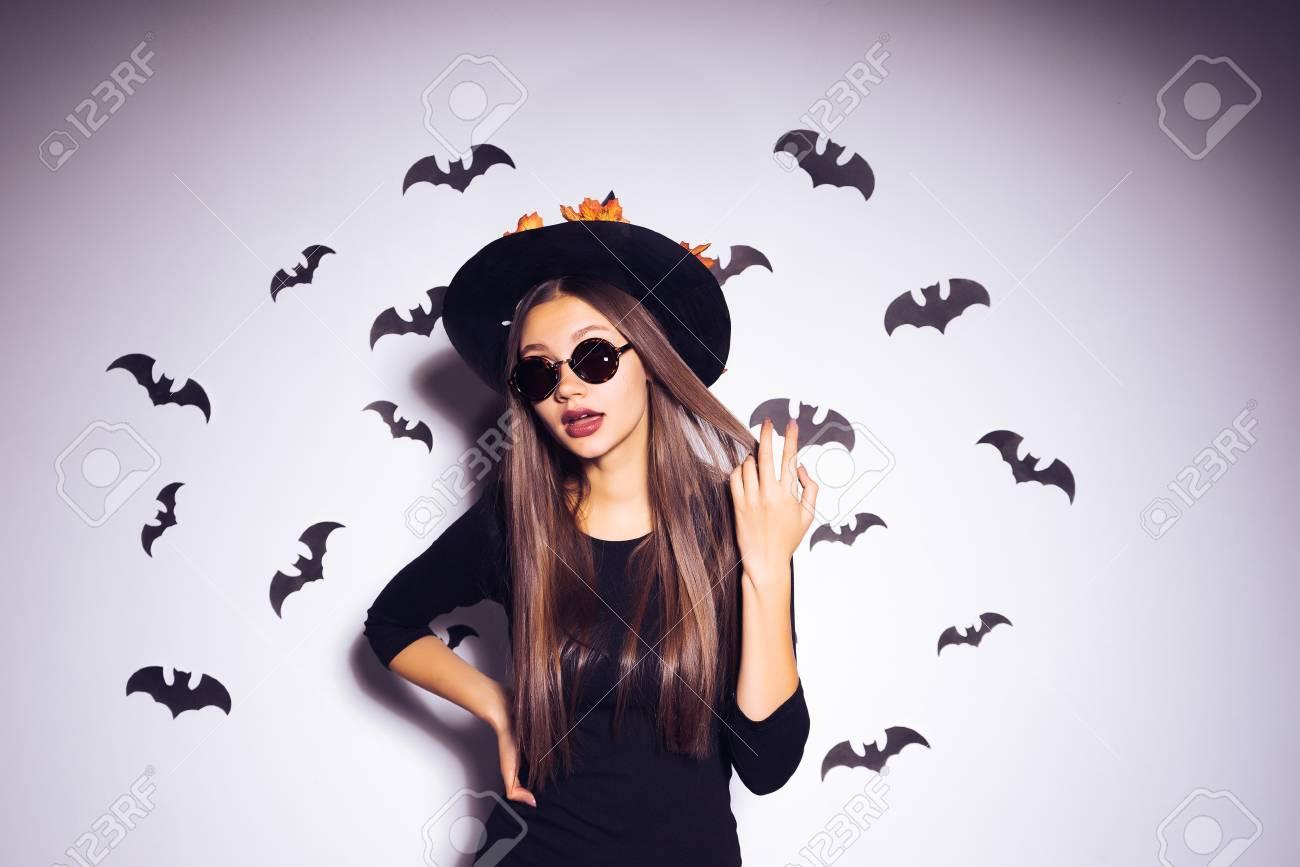 Junge Sexy Homosexuell Goth Mädchen Feiert Halloween, Gekleidet In ...