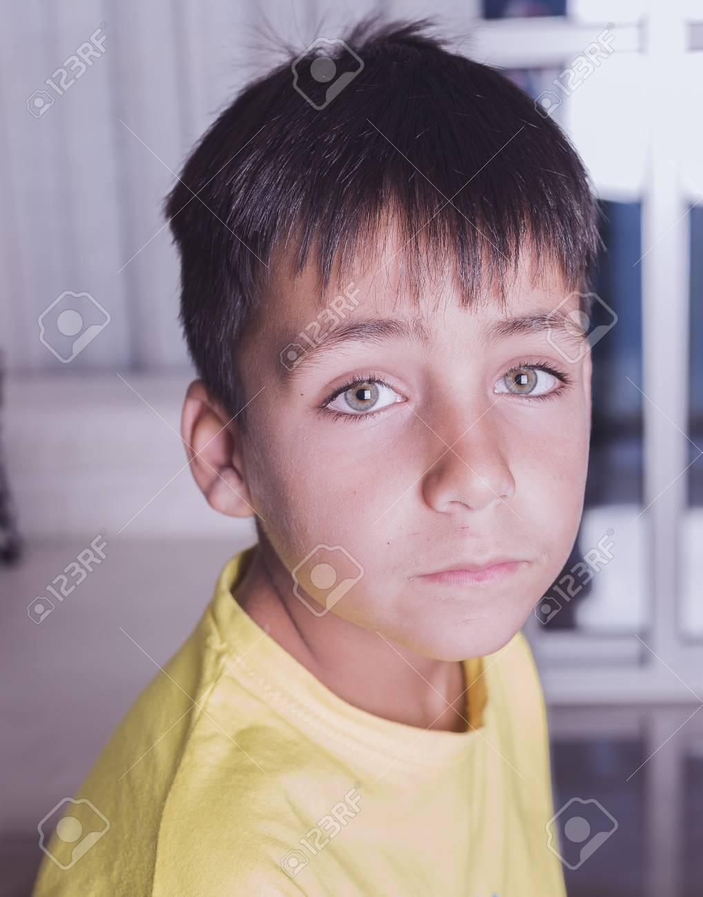chico ojos verdes