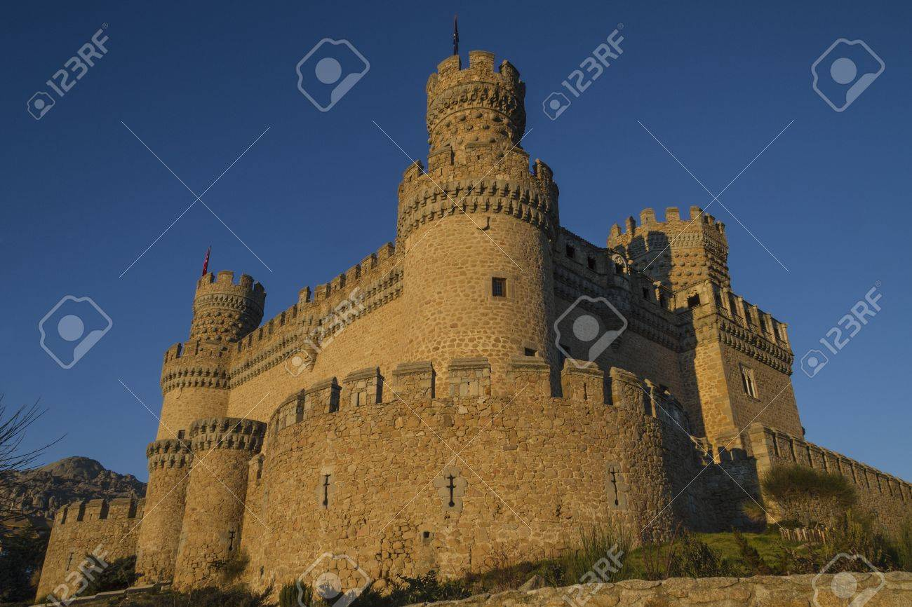 The Mendoza Castle, situated in Madrid region, is a fortress-palace from the 15th century in Manzanares el Real Stock Photo - 17298240