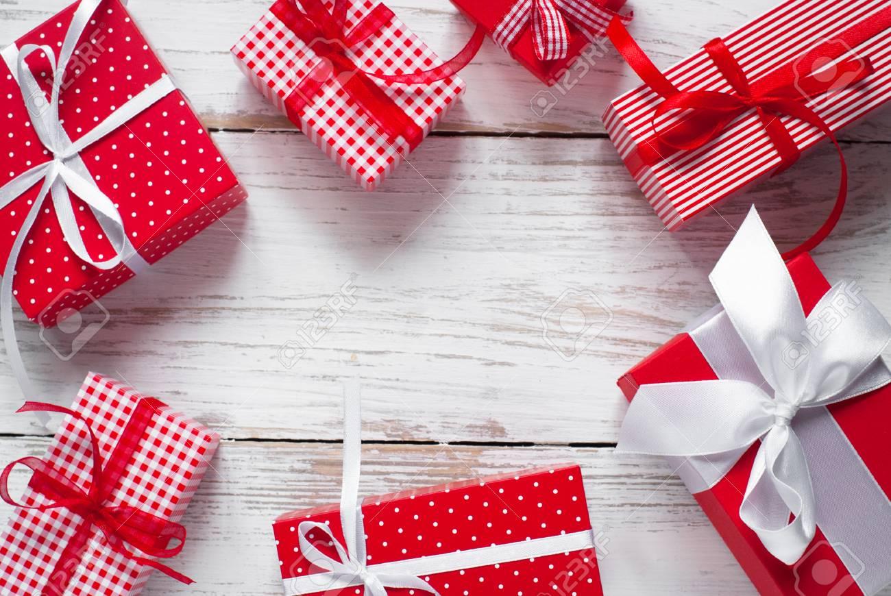 Weihnachtsgeschenkbox . Verschiedene Weihnachtsgeschenke In Roten ...