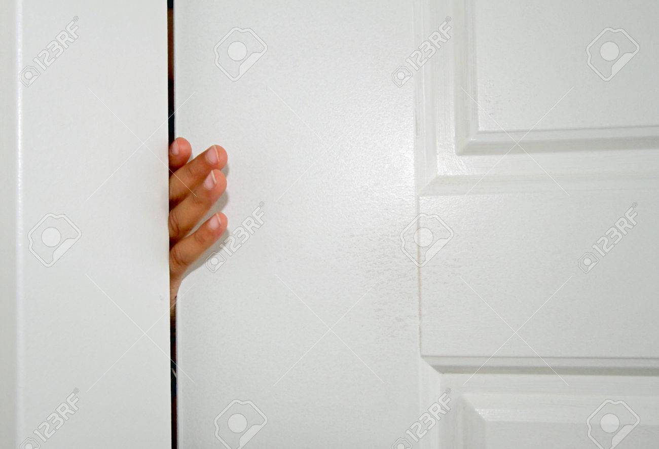 Small fingers stuck in the door of a house Stock Photo - 44206269 & Small Fingers Stuck In The Door Of A House Stock Photo Picture And ...