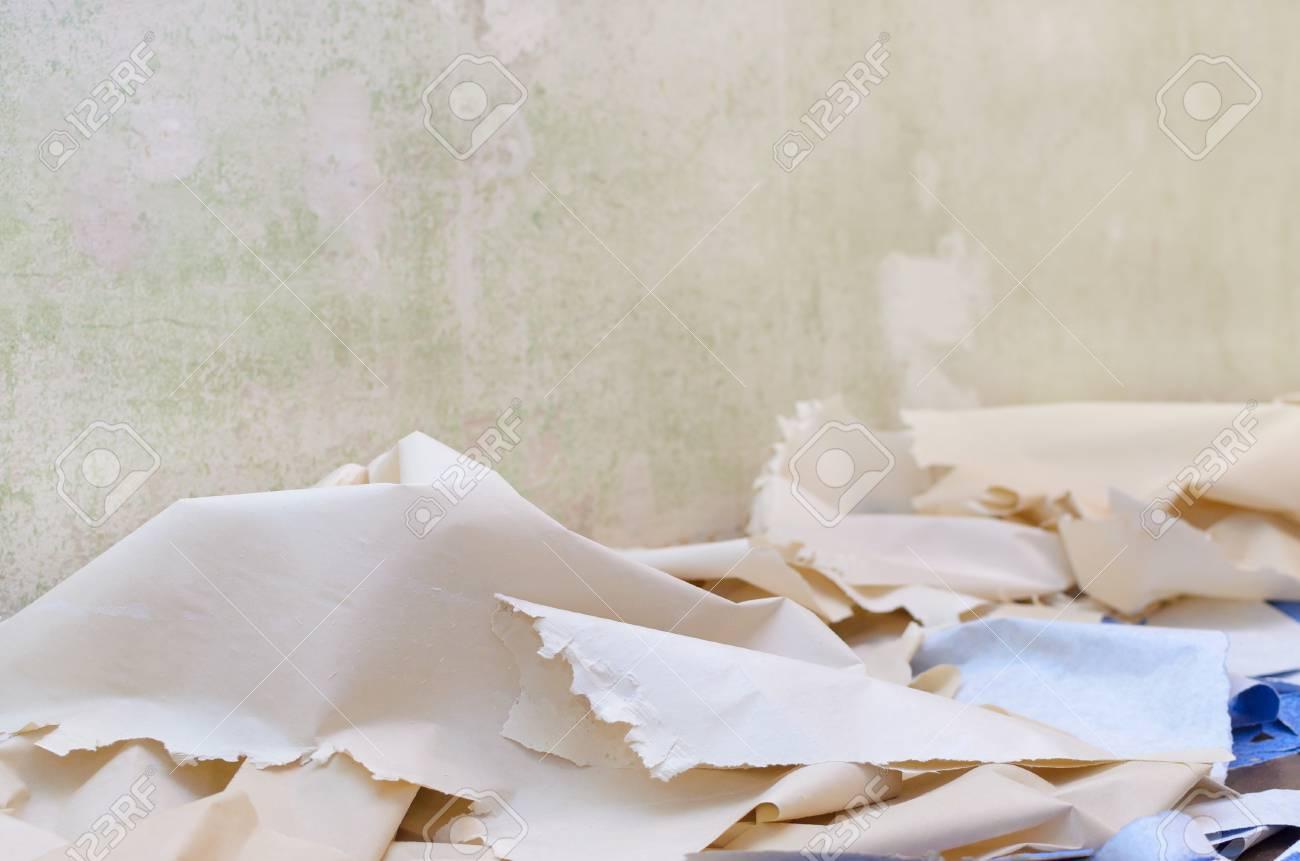床に壁紙を削除し アパートを改装 の写真素材 画像素材 Image