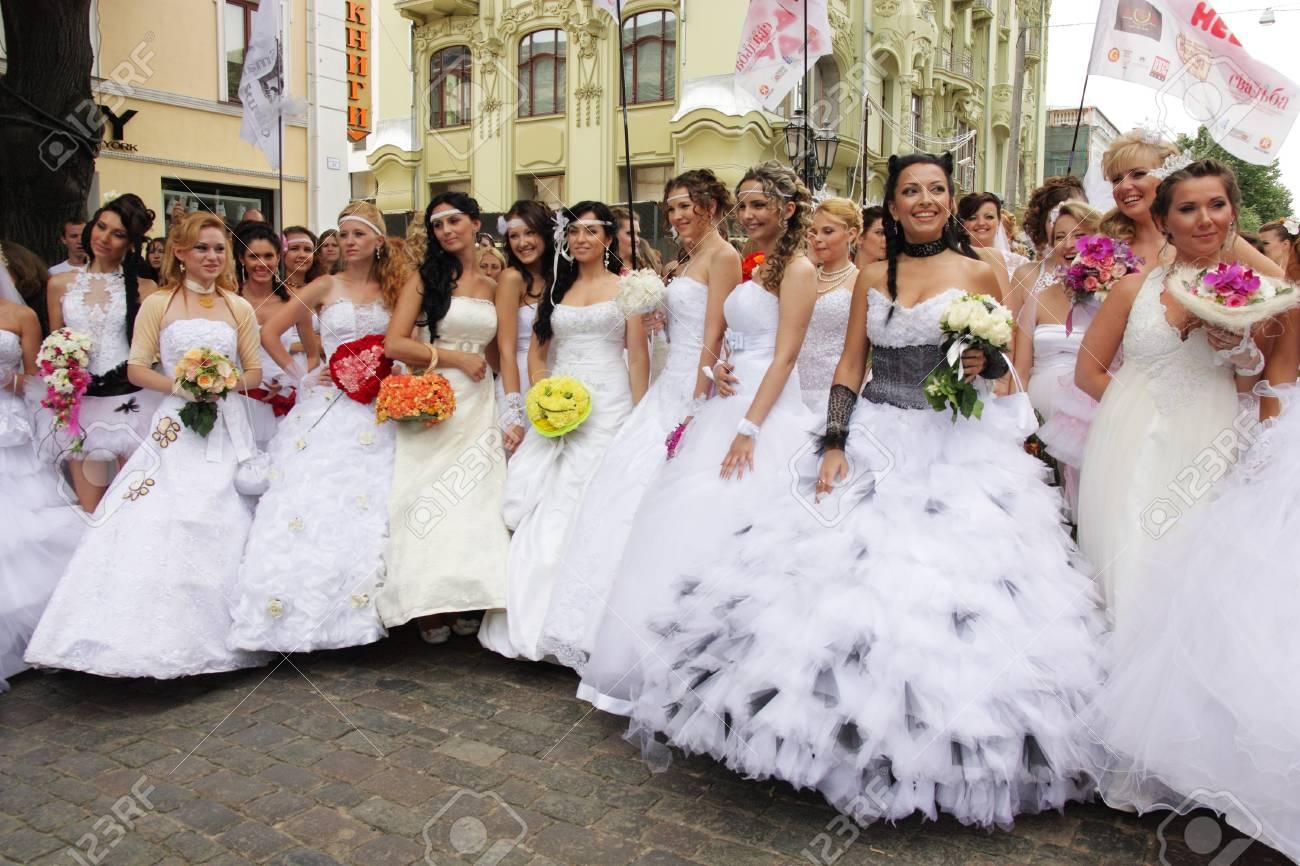 Odessa Ukraine 27 Mai Défilé Annuel Mariée événement Happy Participants Excités Dans Fiancée S Robes De Prendre Part à La Célébration Du Mariage