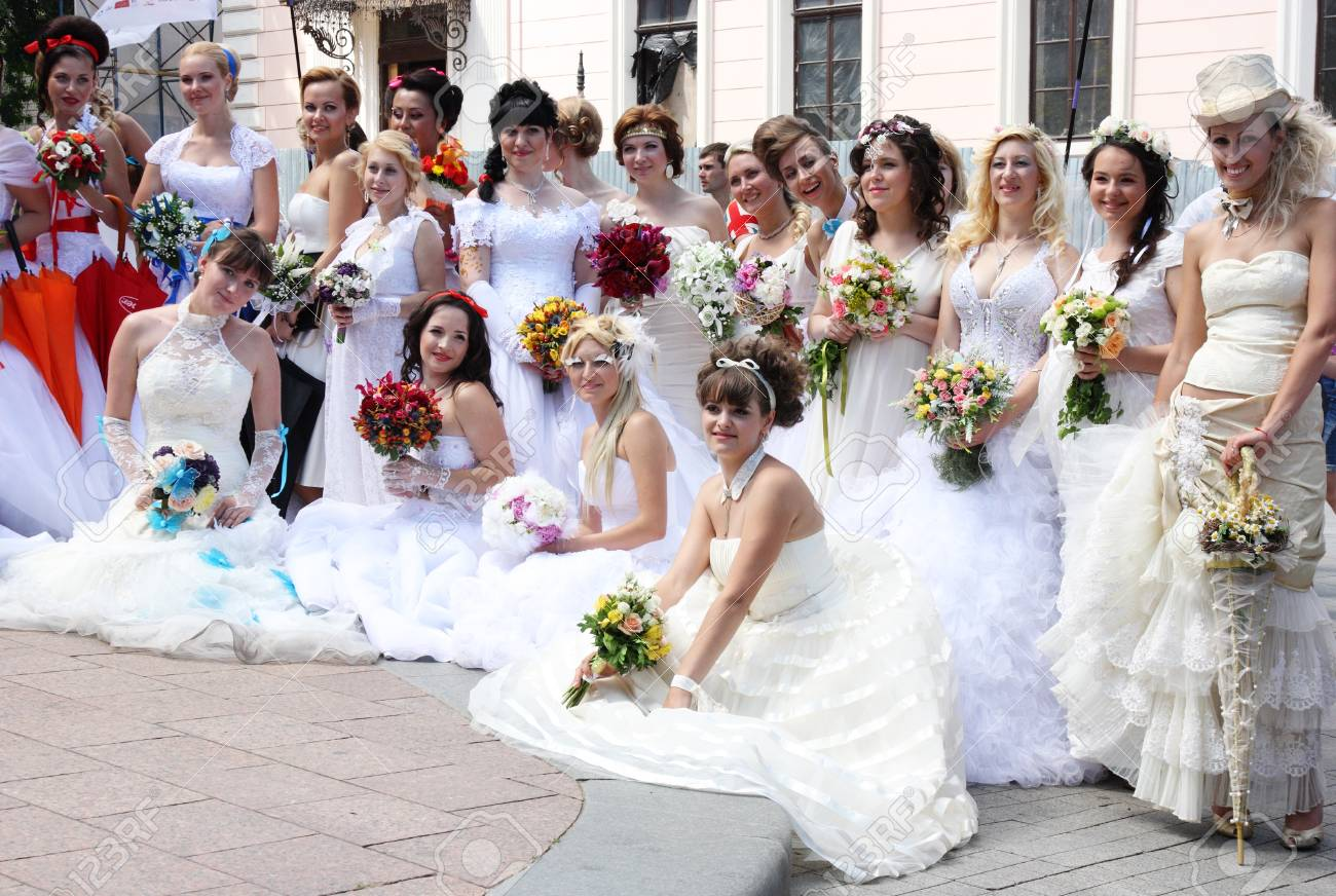 ODESSA, UKRAINE 26. Mai: Jährliche Veranstaltung Braut Parade ...
