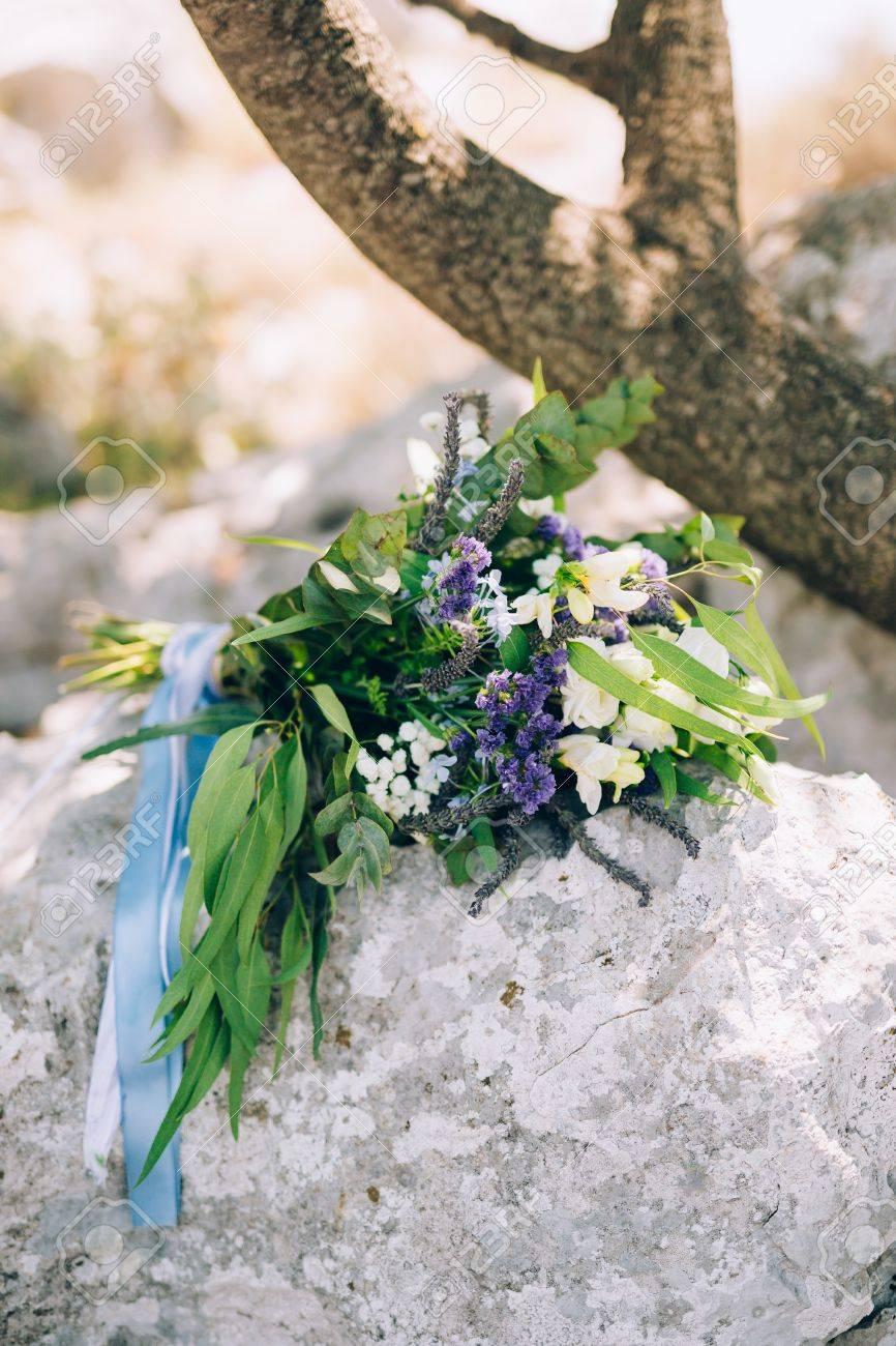 Hochzeit Brautstrauss Aus Rosen Lisianthus Lavendel Gypsophila