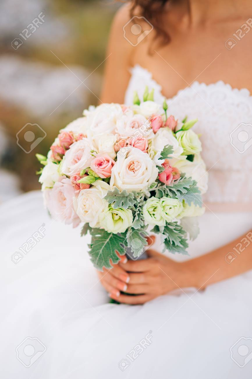 Lisianthus Bouquet Sposa.Wedding Bridal Bouquet Of Lisianthus And Cineraria Silver In