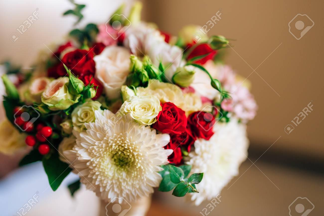 bouquet de mariée mariage de roses, chrysanthèmes, eucalyptus baby
