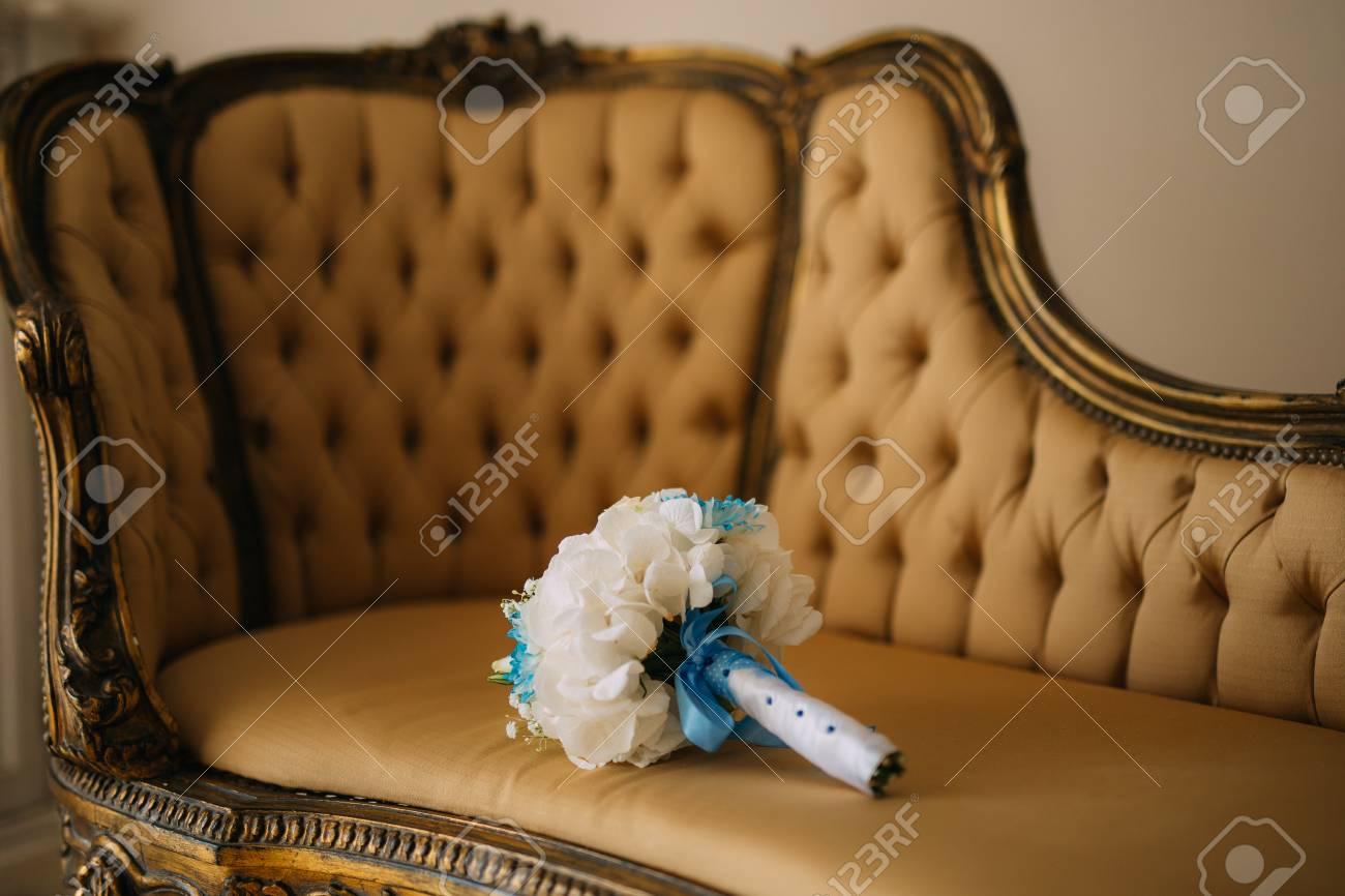 Hochzeitsstrauss Auf Der Couch Hochzeit In Montenegro Lizenzfreie