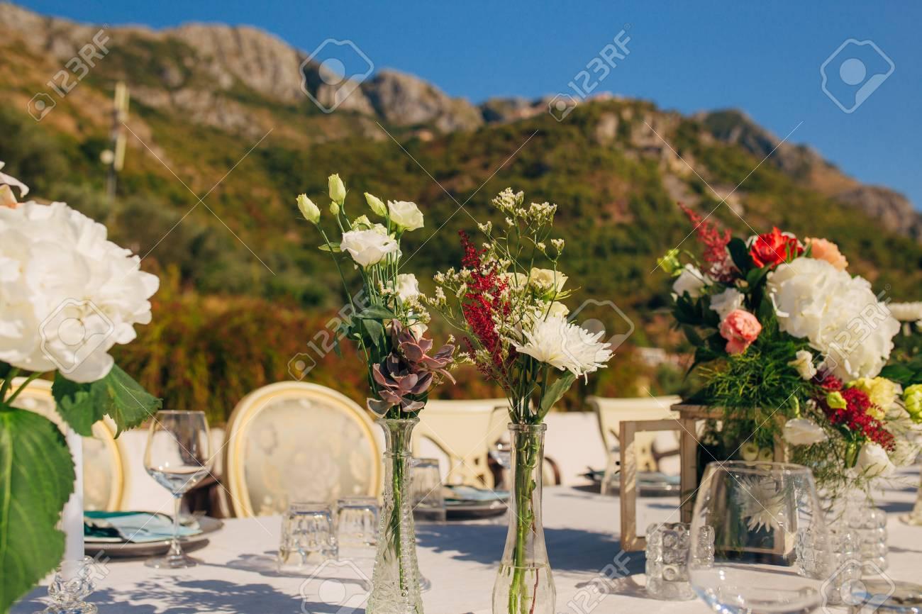 Addobbi Floreali Matrimonio Rustico : Immagini stock composizioni floreali sulla tavola di nozze in