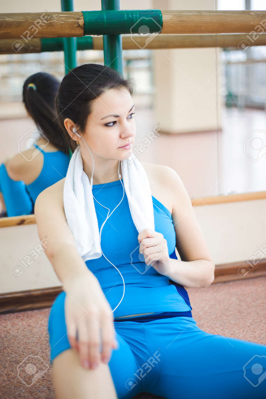 young healthy woman drinking water in fitness - 121934349