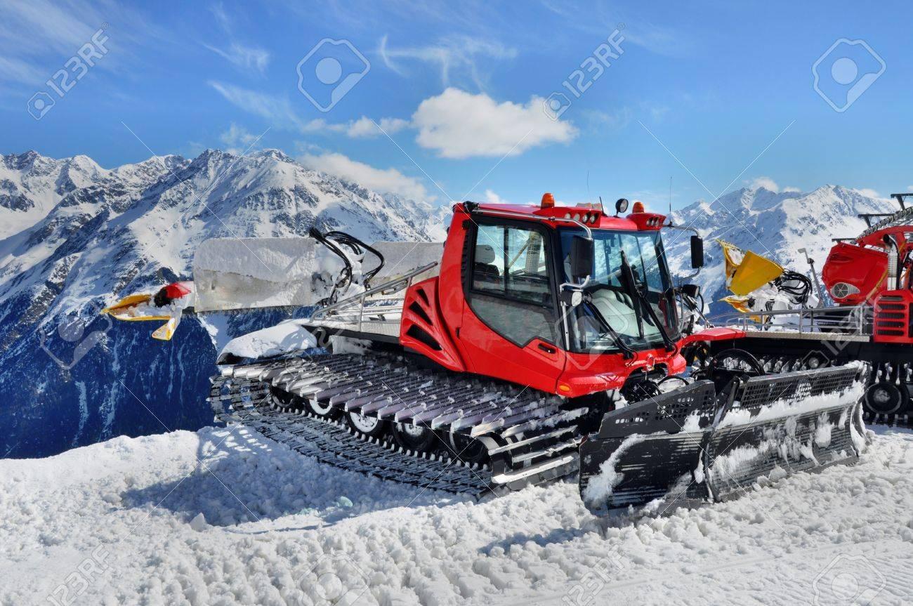 Snow groomer in Otztal Alps in Austria near Solden ski resort Stock Photo - 21971075
