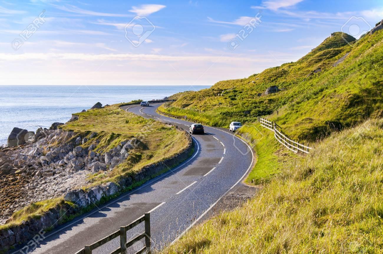 Die Ostkuste Von Nordirland Und Antrim Kustenstrasse Mit Autos