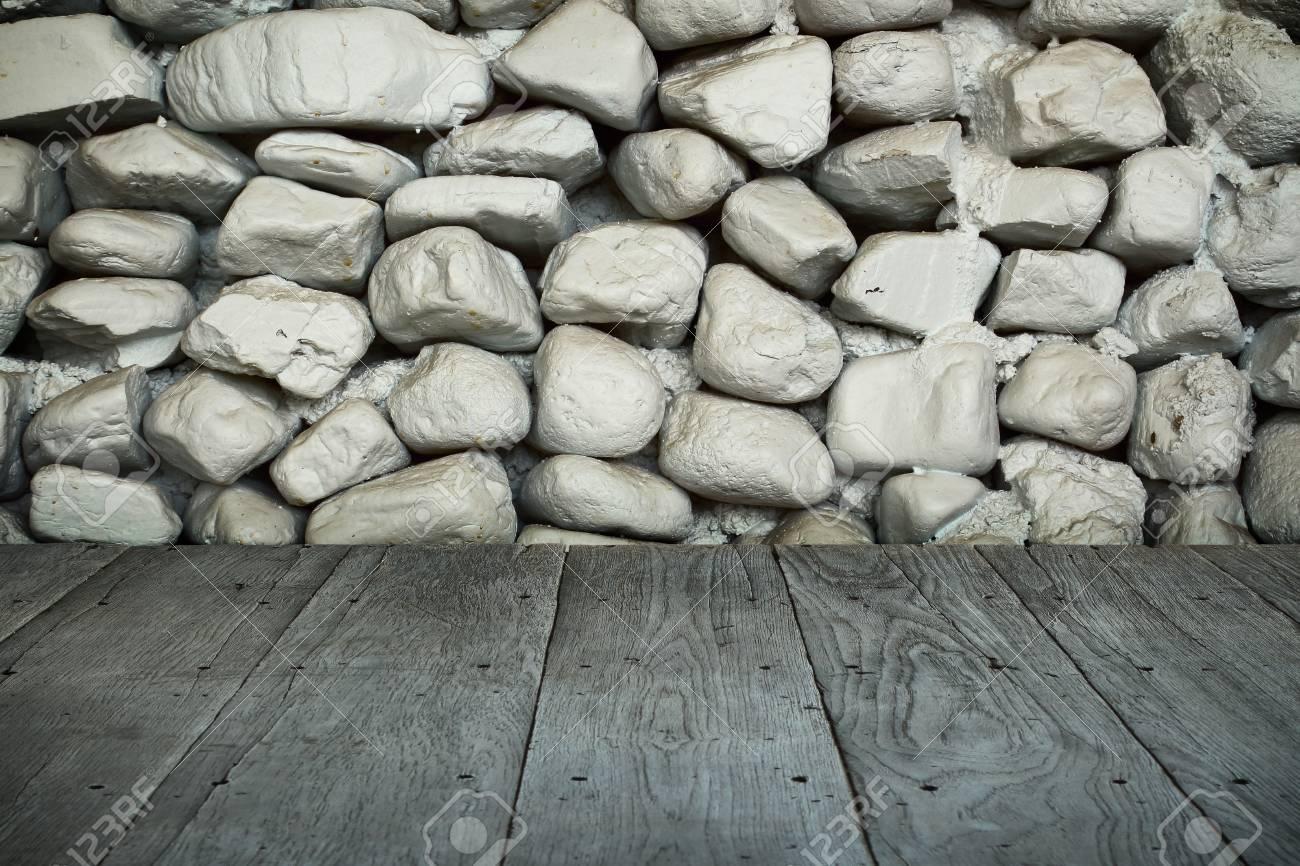 Hölzerne Plankenbodenperspektive Oder Wegweise Mit Dunkler Weißer Alter  Steinwand Für Kunstinnenauslegung Im Haus, Haus,