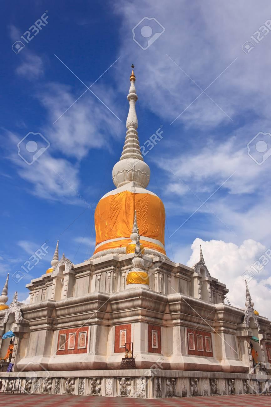 マハーサーラカーム県タイで塔 ...