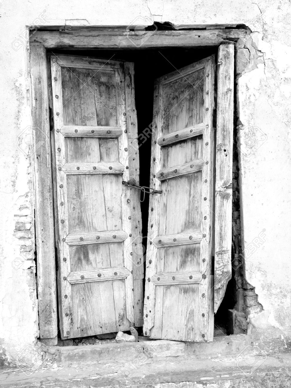 Lovely Old Vintage Broken Door Stock Photo   5814256