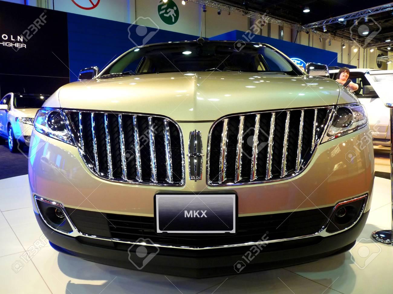 Abu Dhabi Uae December 10 Lincoln Mkx On Display During Abu