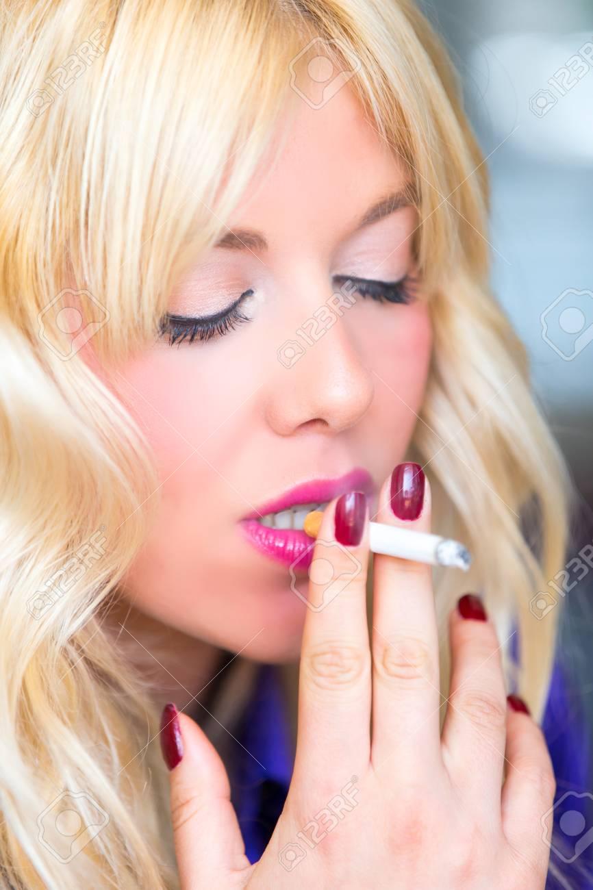 https://previews.123rf.com/images/nakedking/nakedking1808/nakedking180803072/106874583-smoking-blonde-woman.jpg