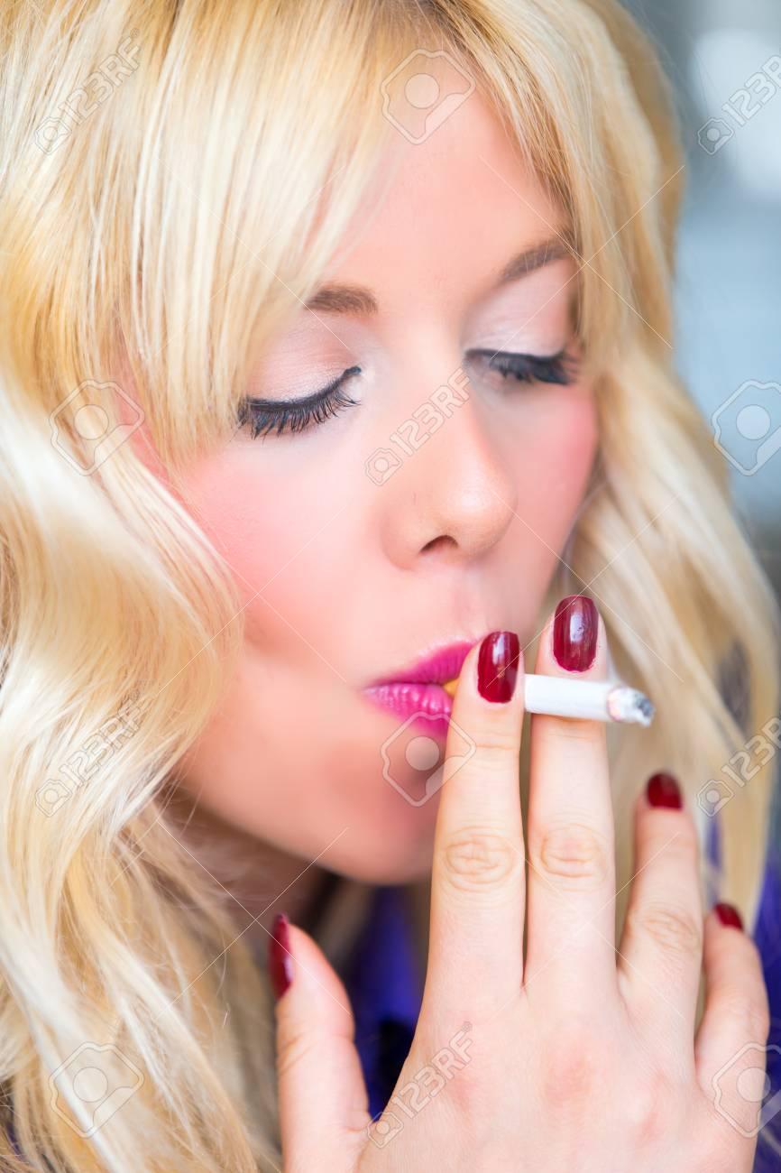 https://previews.123rf.com/images/nakedking/nakedking1808/nakedking180803149/106884553-smoking-blonde-woman.jpg