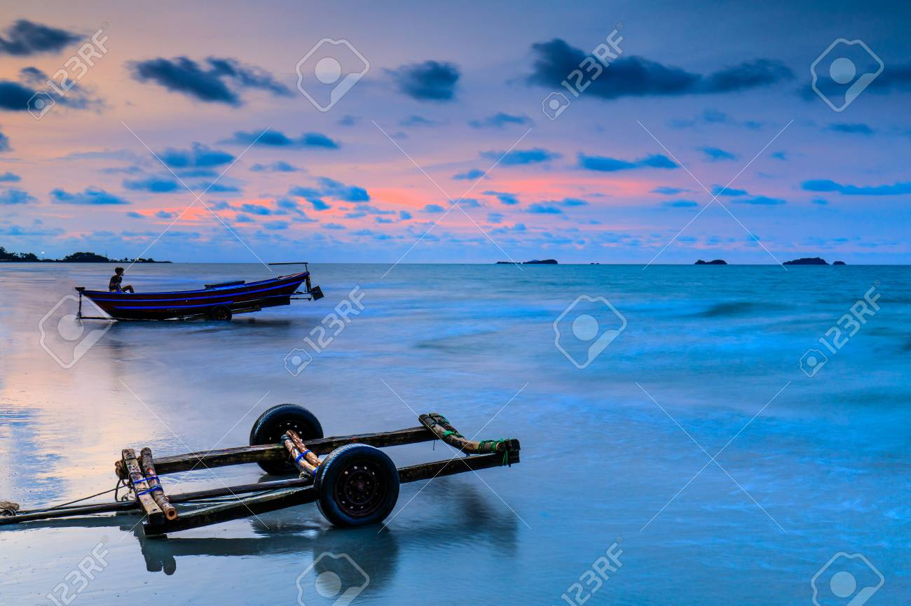 Colorful sunset on the sea in Khaoleamya-mookoh samet national park Rayong province, Thailand. - 103946016