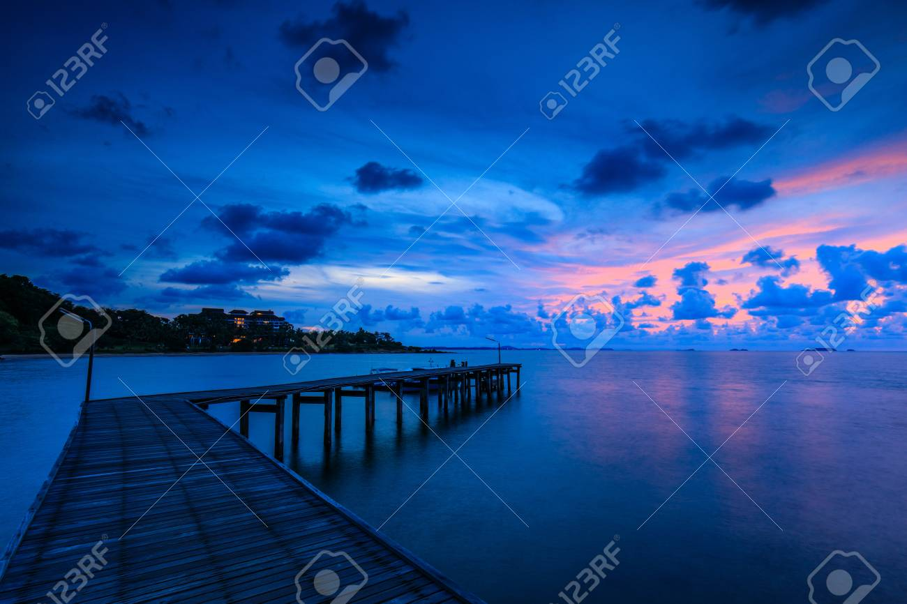 Colorful sunrise on the sea in Khaoleamya-mookoh samet national park Rayong province, Thailand. - 103945916