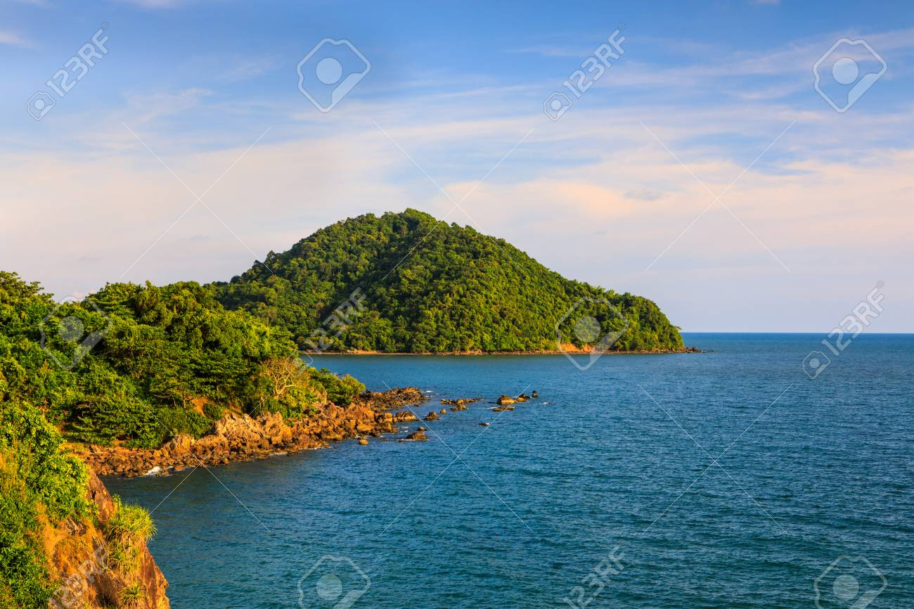Beautiful coastal landscape in summer. - 103945969