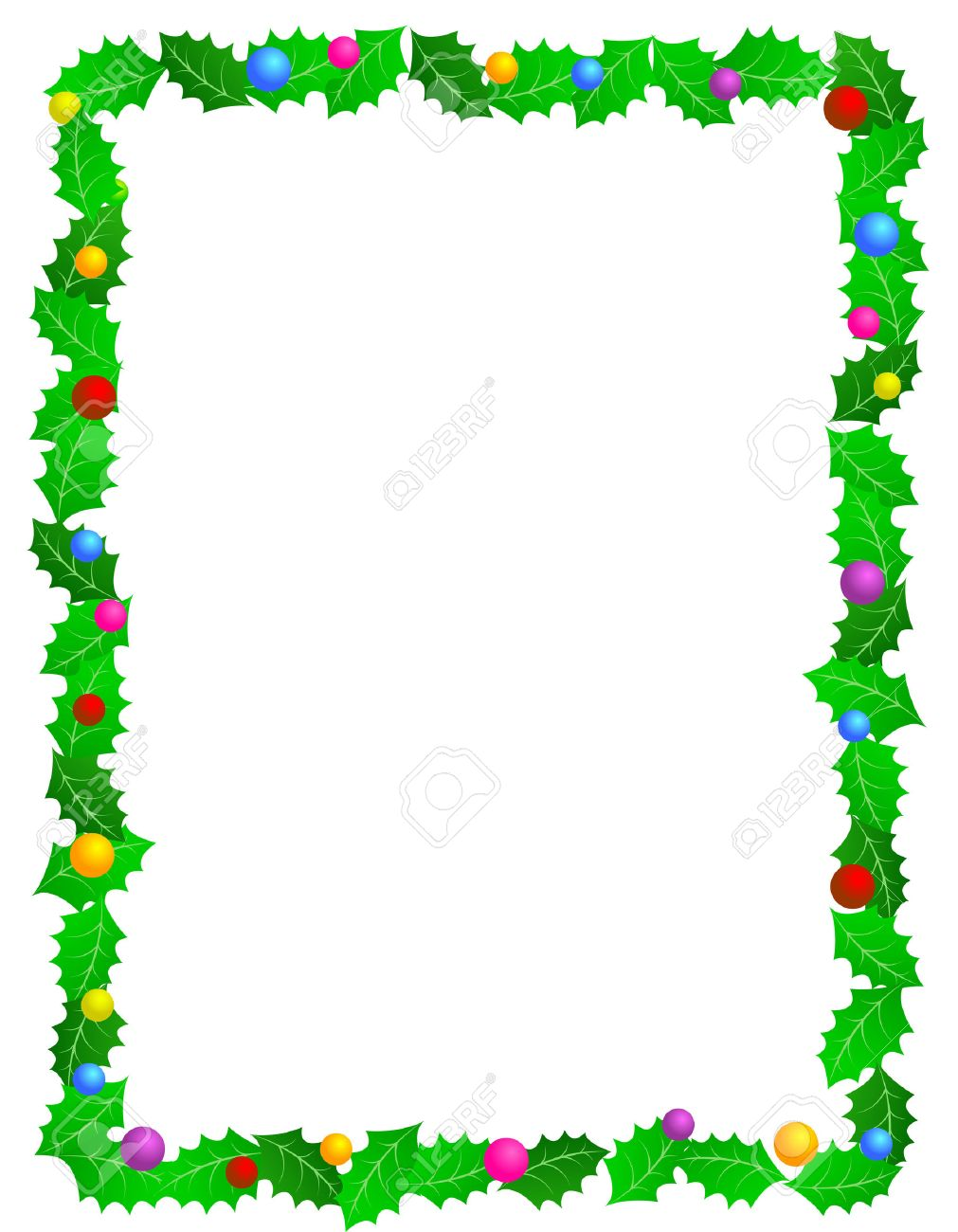 hermoso marco de acebo de navidad con hojas de acebo y adornos de colores decorativos foto