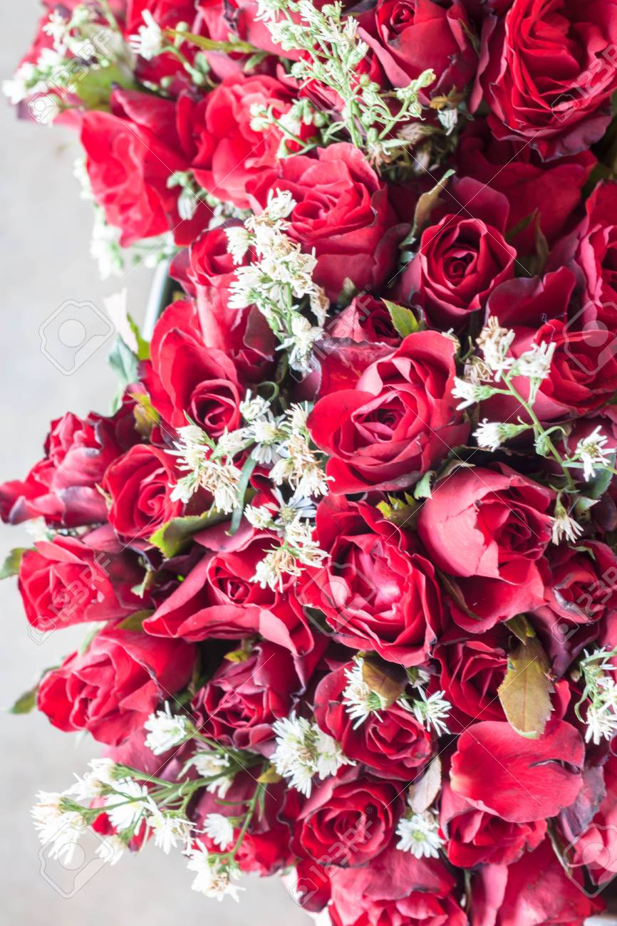 Romantic red roses bouquet Stock Photo - 17699244