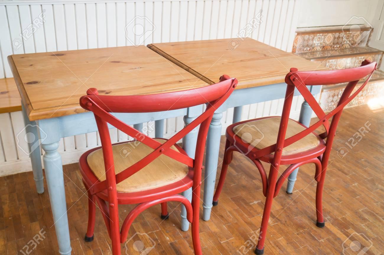 vintage holz küchentisch und stuhl, stock photo lizenzfreie fotos