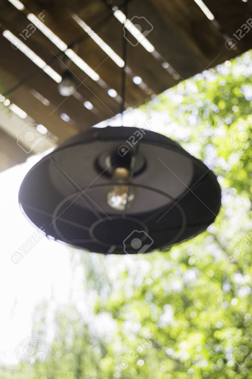 Elegant antique hanging light lamp, stock photo Standard-Bild - 95195744