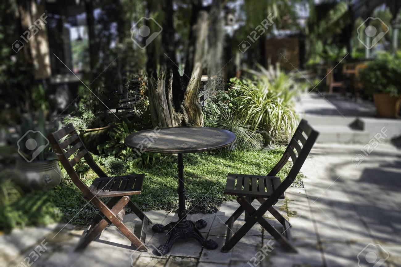 Outdoor sitting space in summer, stock photo Standard-Bild - 95196305