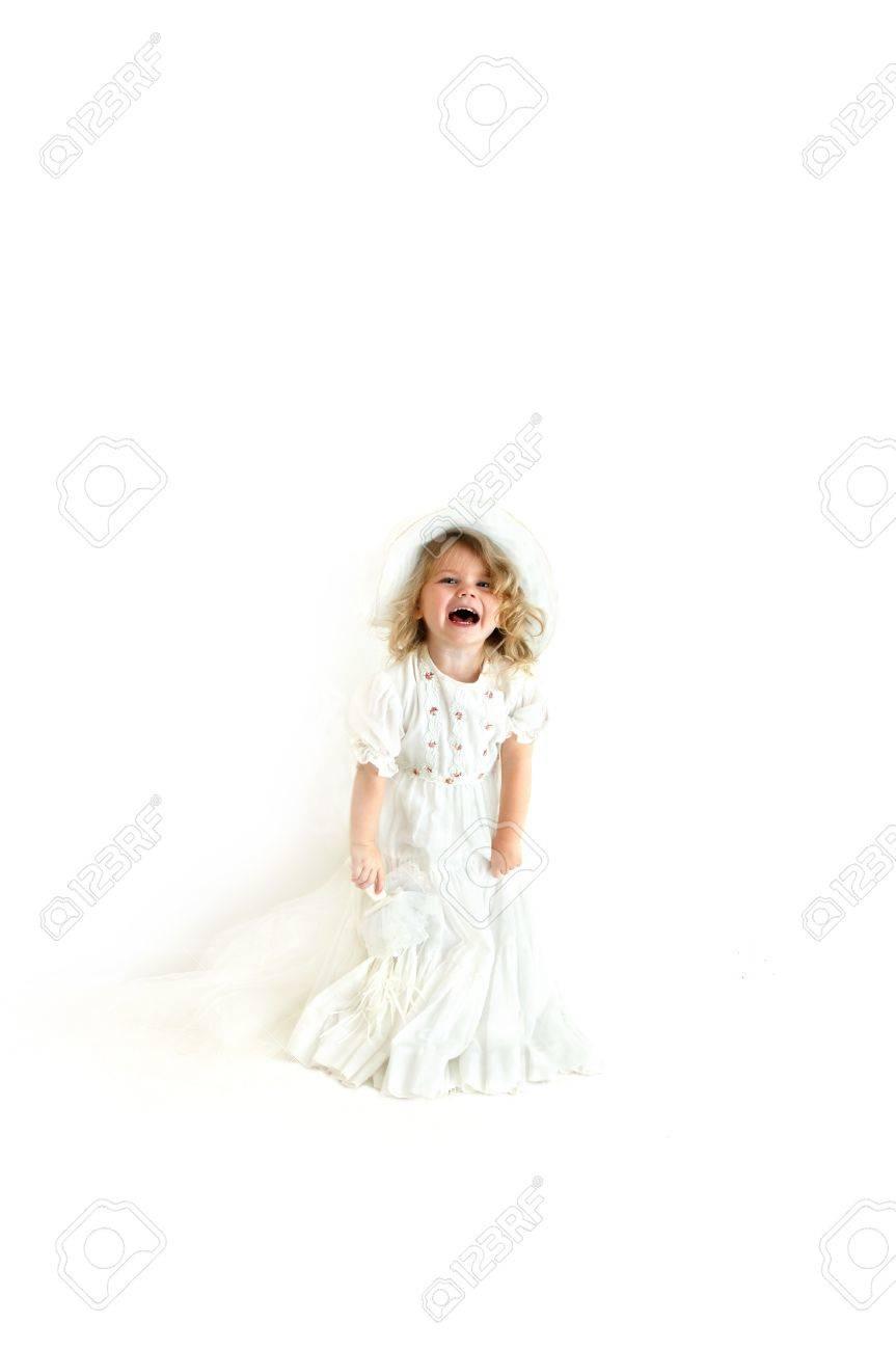 327d793673c2 Archivio Fotografico - La bambina è vestita in abito da sposa