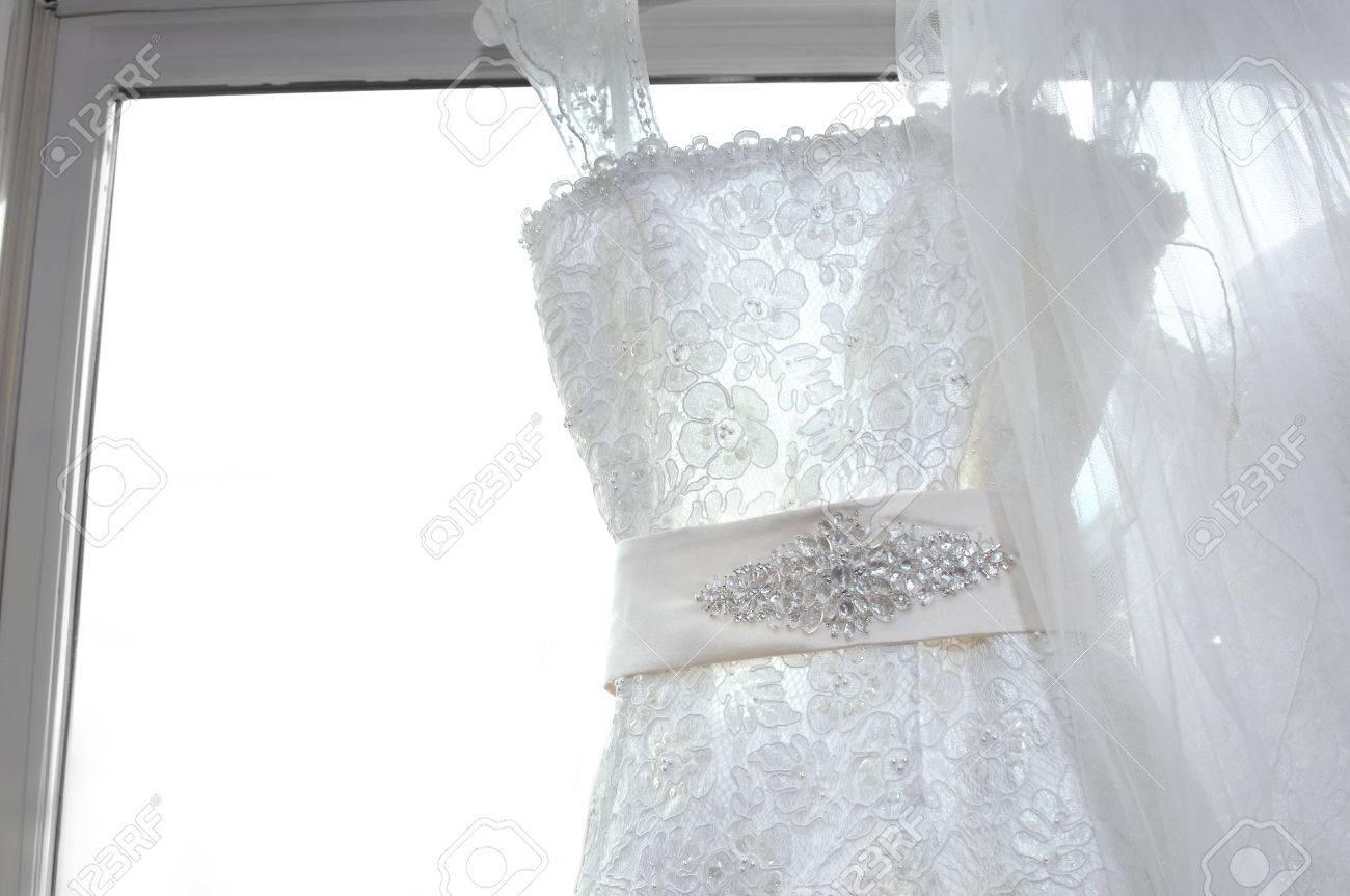 Elegante Fensterdekoration Verzaubert Den Rahmen Mit Pailletten ...