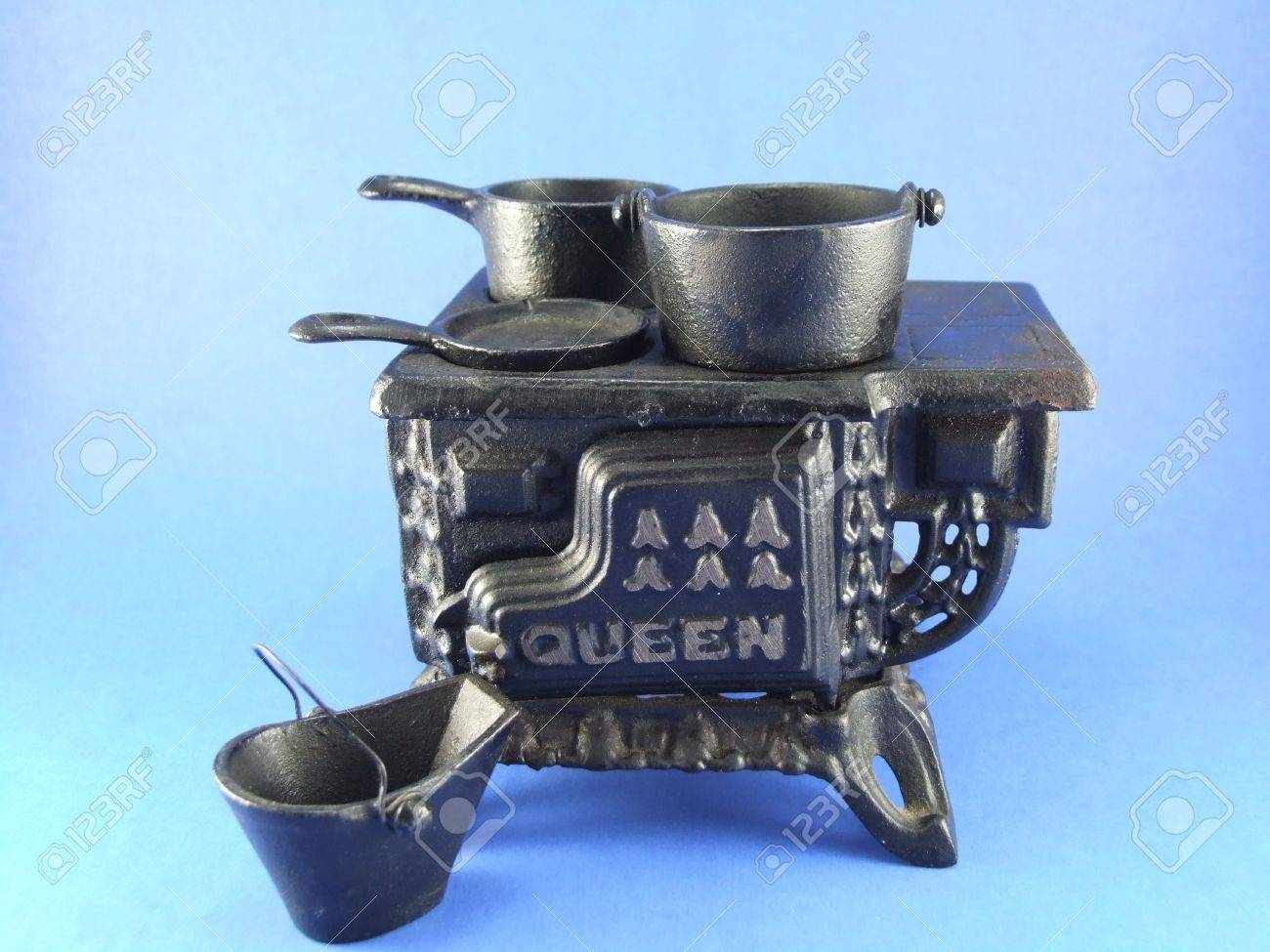Smalle Kast Wit.Small Cast Iron Stove With Pans Stock Photo Picture And Royalty