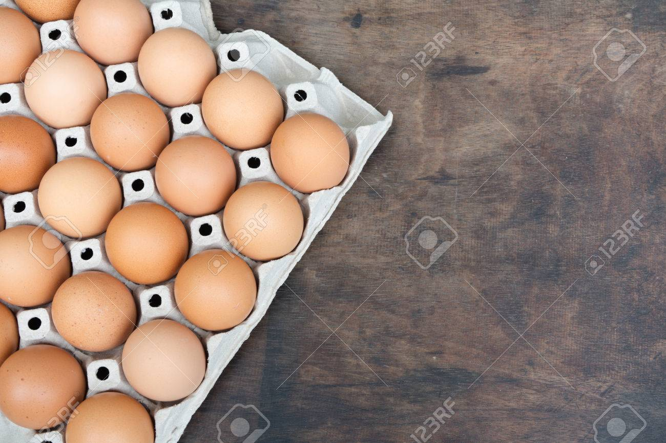 Chicken egg on wooden background with copy space Standard-Bild - 81259708