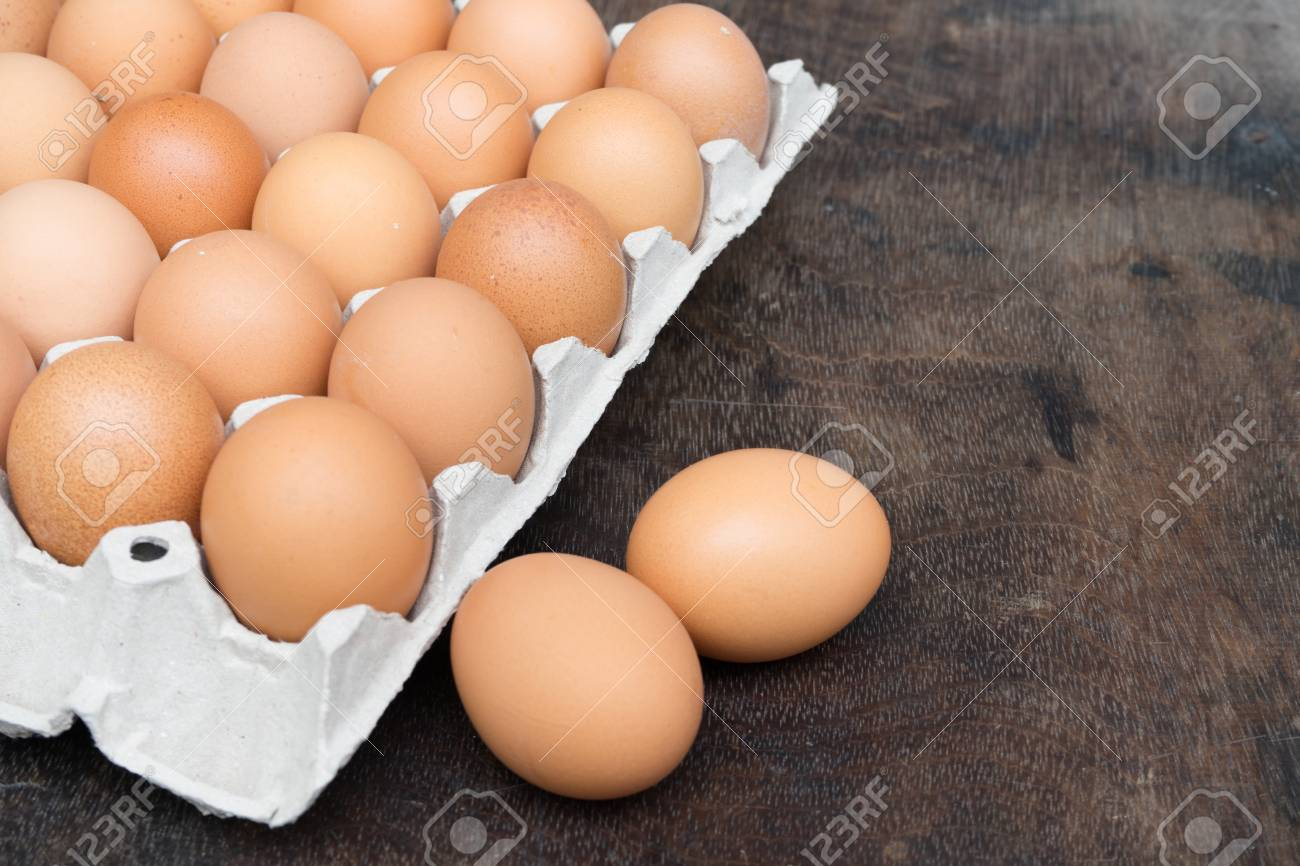 Chicken egg on wooden background with copy space Standard-Bild - 81259709