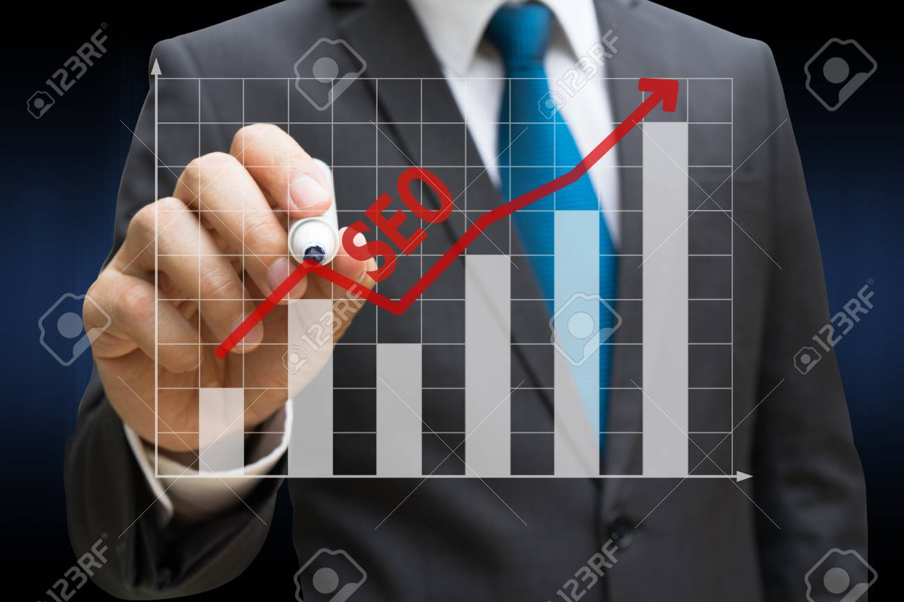 business man drawing the SEO bar charts showing growing revenue on touch screen Standard-Bild - 81562590