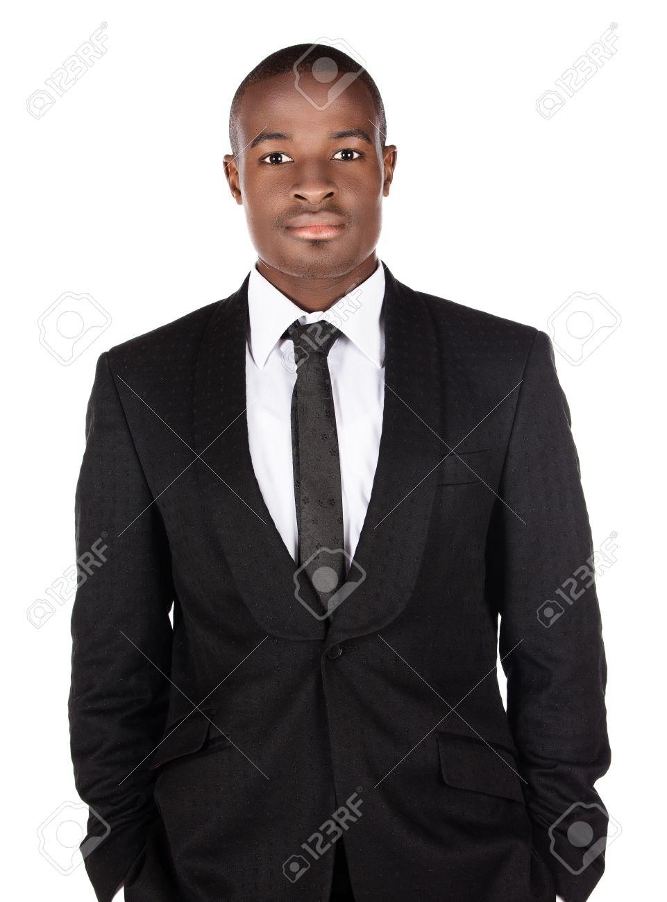 mieux emballage élégant et robuste meilleur site Beau jeune homme d'affaires africain prospère, portant un costume noir  formel, cravate et chemise blanche. L'homme est debout et en regardant la  ...
