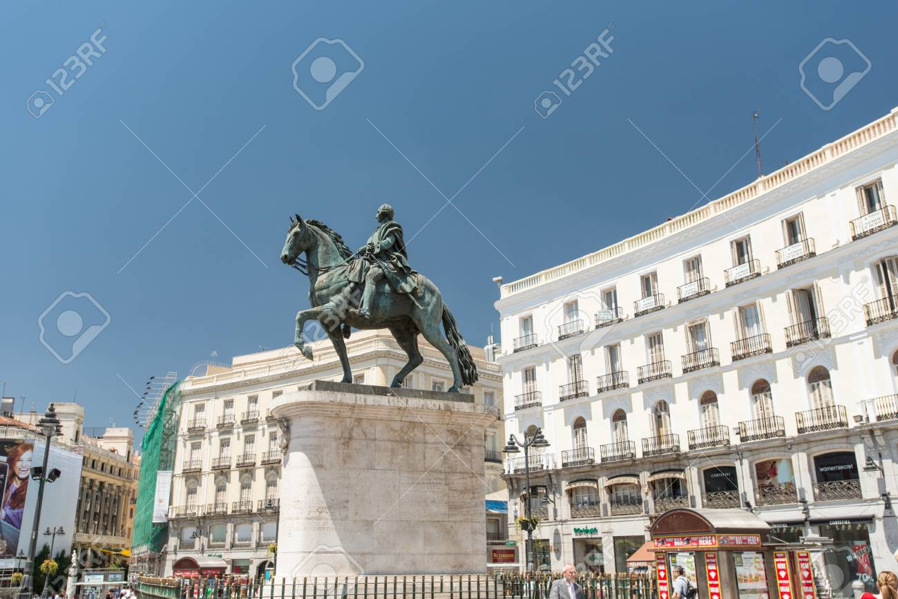 foto de MADRID, JULY 12: The Monument Of Charles III On Puerta Del Sol ...