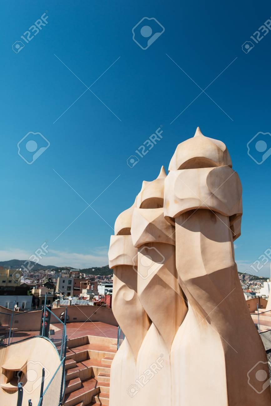 Barcelona 19 De Julio Gaudí Chimeneas De La Casa Mila También Llamado La Pedrera El 19 De Julio De 2012 En Barcelona Terraza De La Casa Milá