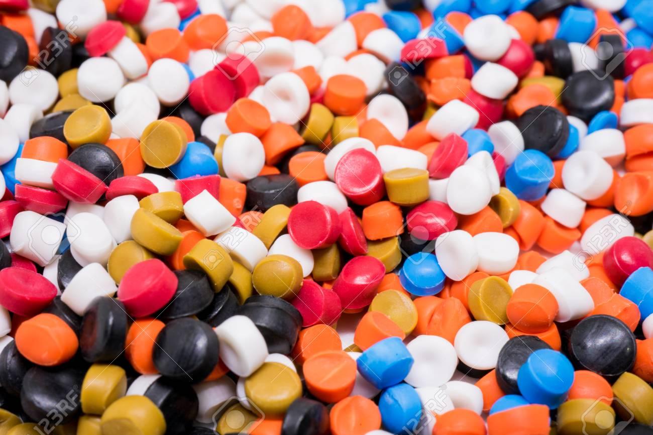 Mezcle Pellets De Plástico. Colorante Para Plásticos Fotos, Retratos ...