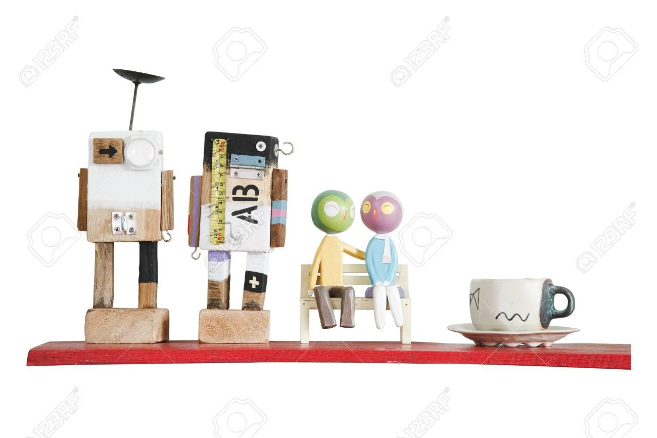 Mensole In Legno Colorate.Immagini Stock Mini Modelli Di Robot Di Legno Colorate E Tazza