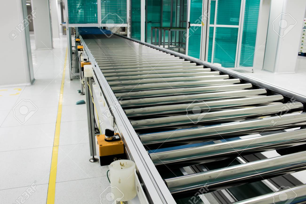 The conveyor chain, and conveyor belt is on production line