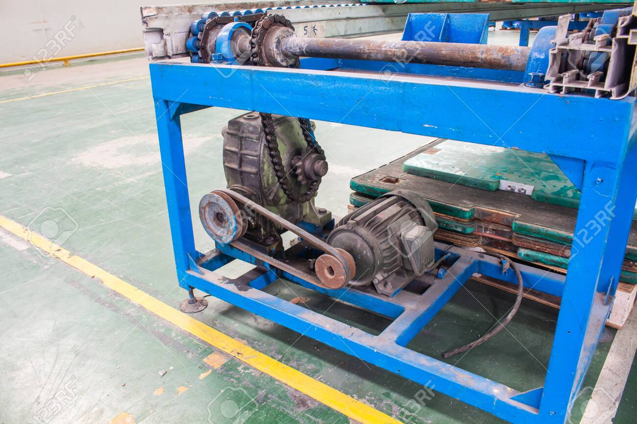 Motor and gearbox conveyor chain drive shaft production line