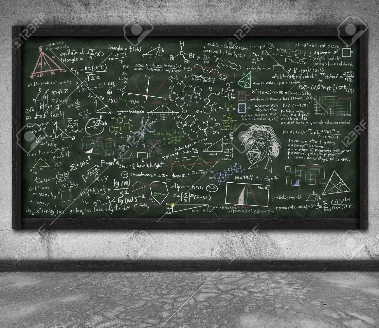 Formule Mathématiques Sur Tableau Noir Dans La Classe Banque D'Images Et  Photos Libres De Droits. Image 11830664.
