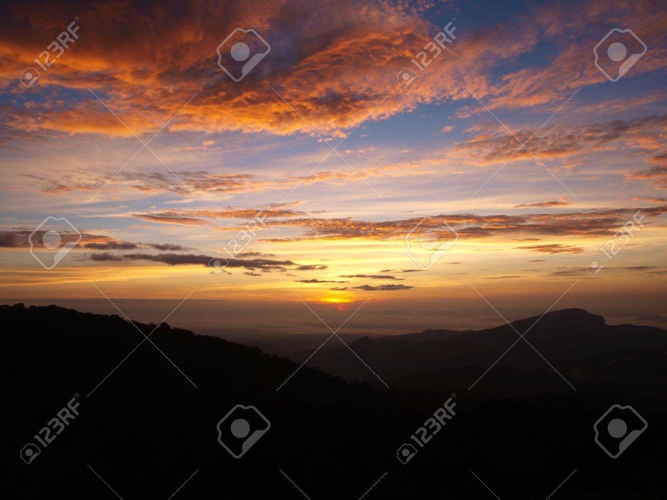 Sunset on Doi Inthanon mountain at Chiangmai Stock Photo - 10393117