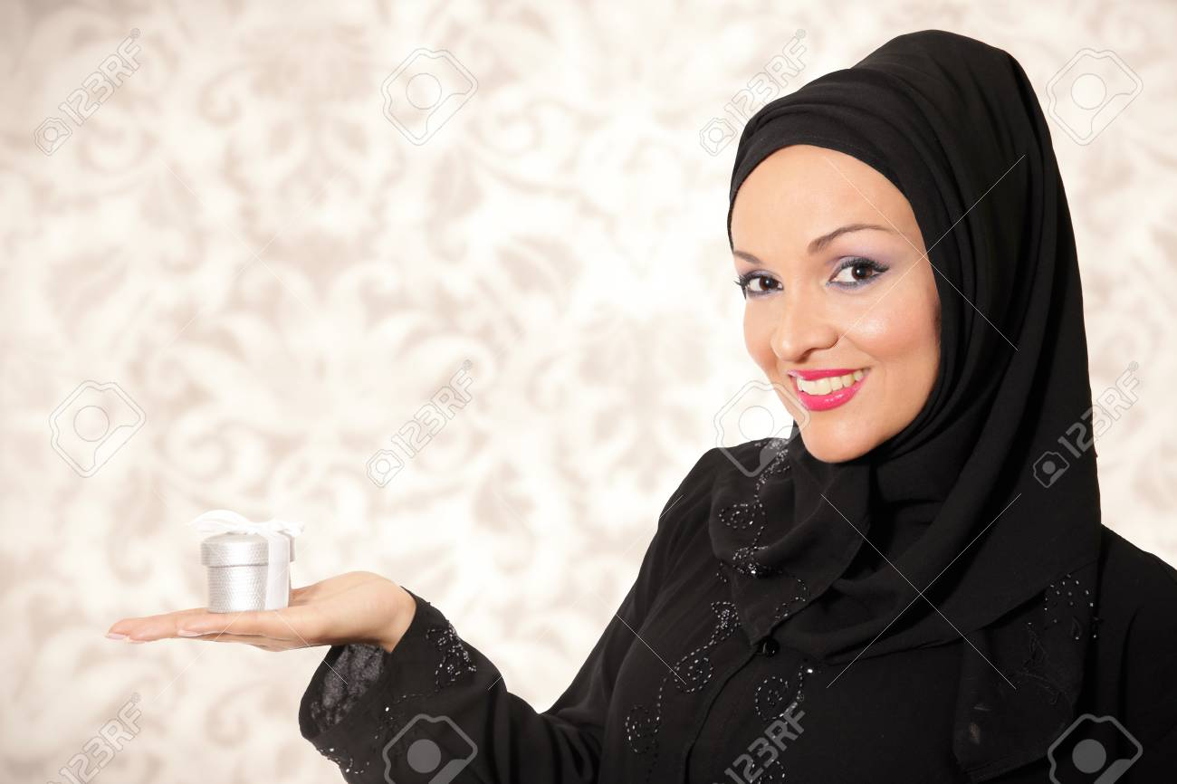 abcdc69c7 Vestido Modelo en estilo árabe tradicional, manteniendo la actual caja.