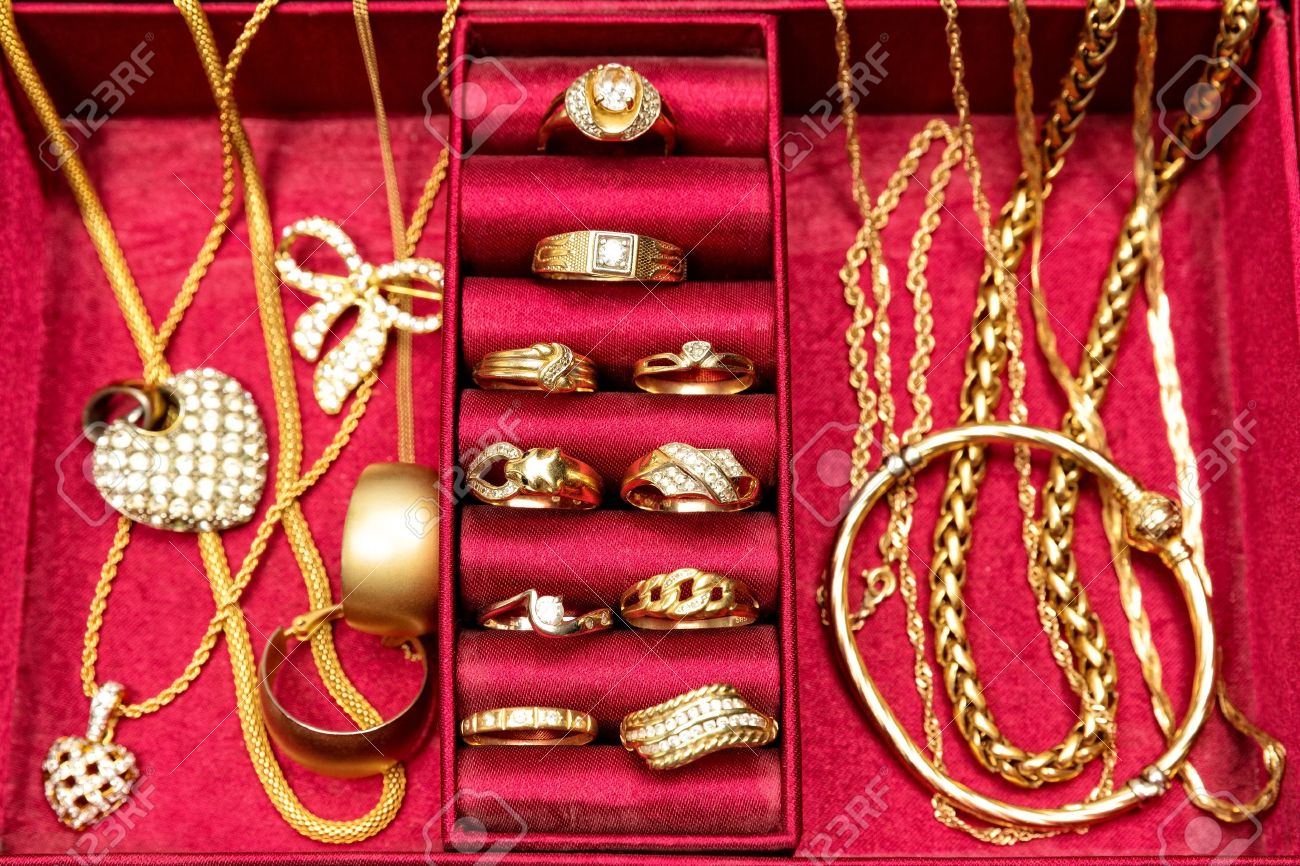 Golden Ringsnecklacebracelet And Other Gold Pieces Of Jewelryset