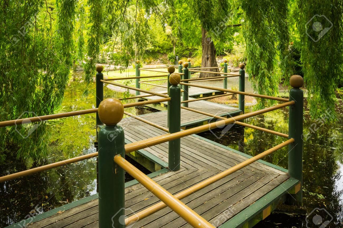 Orientalische Brücke Im Garten Lizenzfreie Fotos Bilder Und Stock