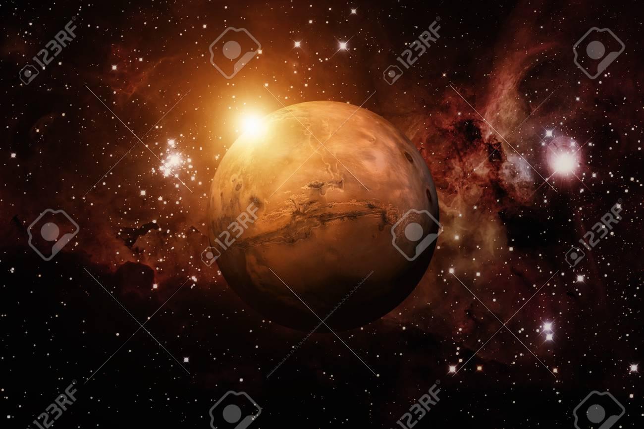 Sistema Solar - Marte. Es el cuarto planeta desde el sol. Marte es un  planeta terrestre con una atmósfera delgada, que tiene cráteres, volcanes,  ...