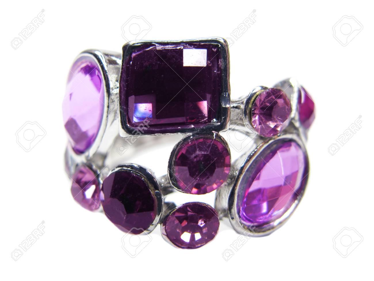 e9aca76c53cb0e Anello di gioielli con cristalli rosa isolato su sfondo bianco Archivio  Fotografico - 12477921